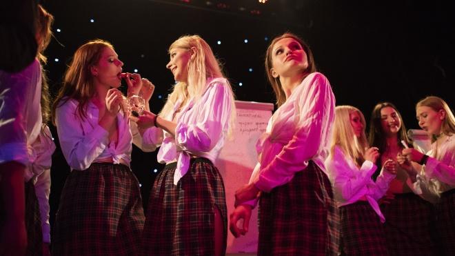 Ми сходили на конкурс «Міс ФМФ КПІ», учасниць якого шеймили за відверті фото. Ось як це відбувалось