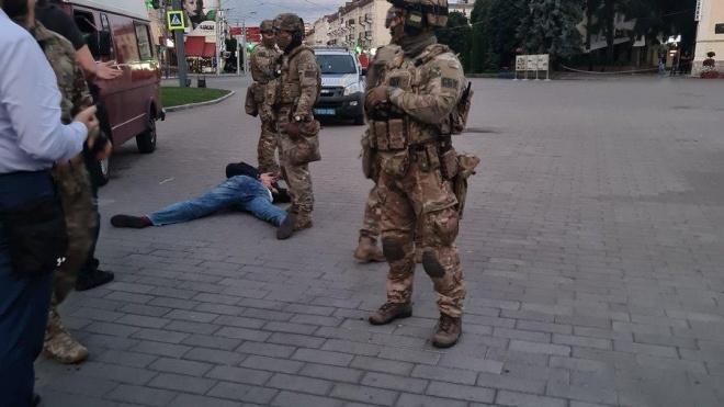 Із захопленого автобуса у Луцьку вийшли заручники. Терориста затримано