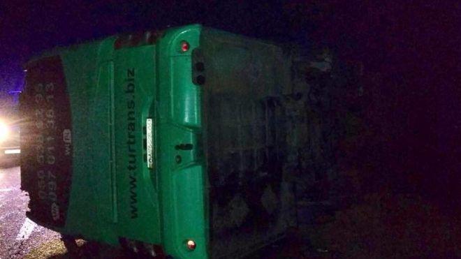 Рейсовый автобус разбился в ДТП во Львовской области. 20 человек пострадали, погиб водитель