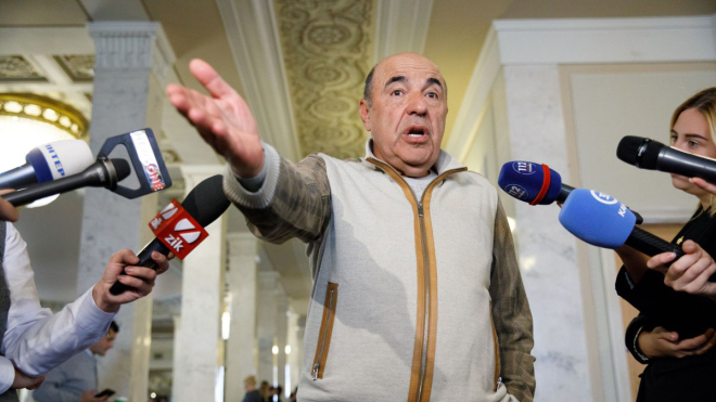 В Чернигове забросали яйцами авто Рабиновича. Задержали 10 активистов «Нацкорпуса», одного полицейского госпитализировали