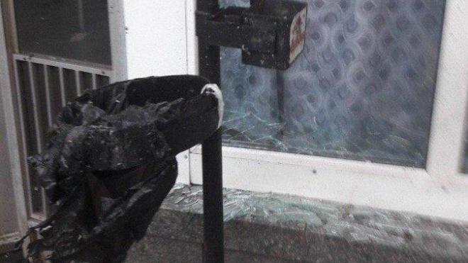 У Києві біля входу до метро «Шулявська» вибухнув смітник. Перехожий отримав травму ноги