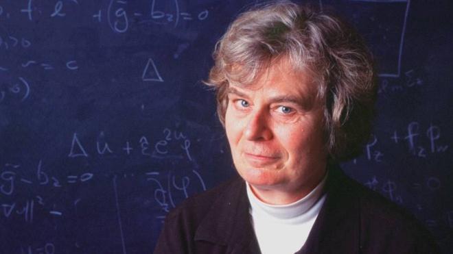 Абелівську премію з математики вперше в історії отримала жінка. Вона проводила дослідження на мильних бульбашках