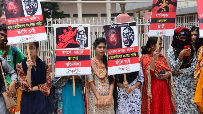 В Бангладеш протестуют из-за студентки, убитой за жалобу на сексуальные домогательства со стороны директора