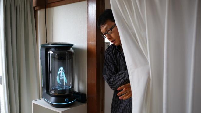 «Втомився від умовлянь матері». Японець одружився з віртуальною помічницею
