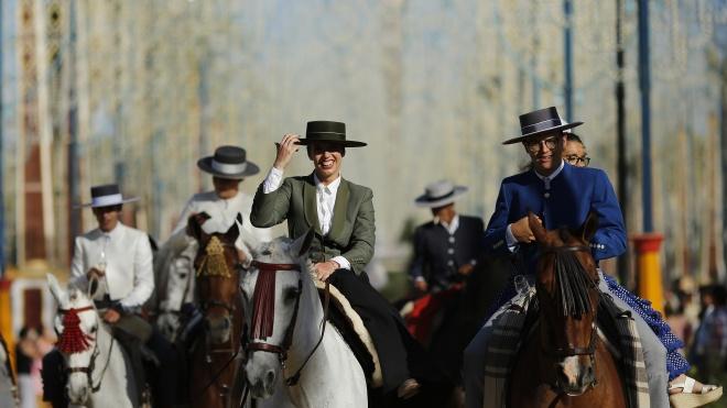 В Іспанії проходить кінний ярмарок Feria del Caballo з маршами чистокровних коней, вином і фламенко. Як це виглядає?