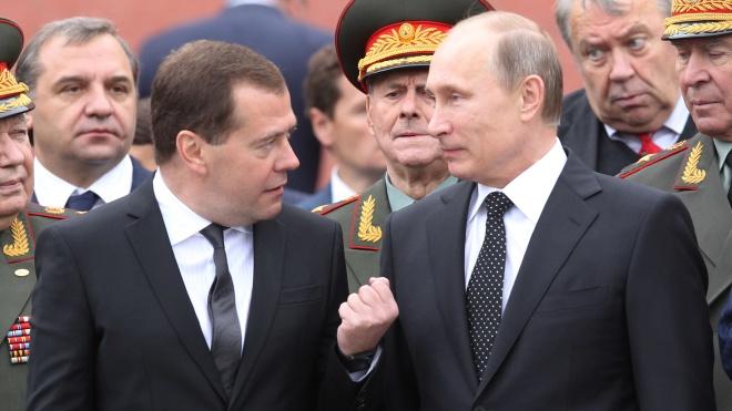 Медведев пожаловался, что Twitter рекомендует подписываться на Навального. Это произошло «с одним его знакомым»