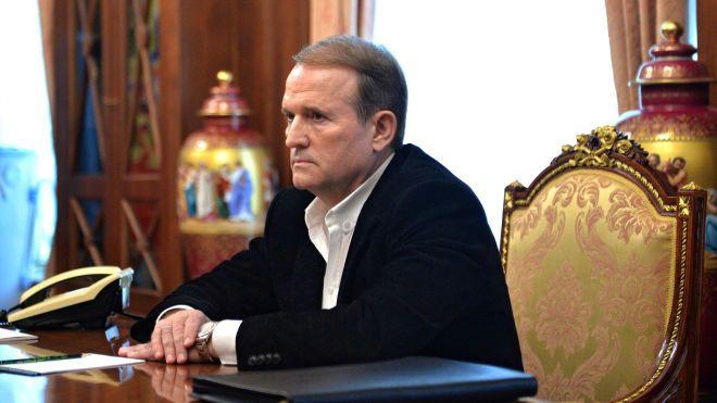 Поясните: в фейсбуке пишут, что из фильма о поэте и диссиденте Василие Стусе убрали сцену с Медведчуком по его требованию. Это правда?