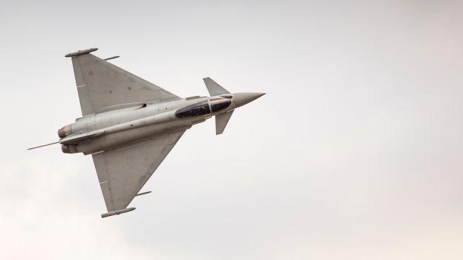 Испанский истребитель случайно запустил боевую ракету в небе над Эстонией. Ее до сих пор не нашли