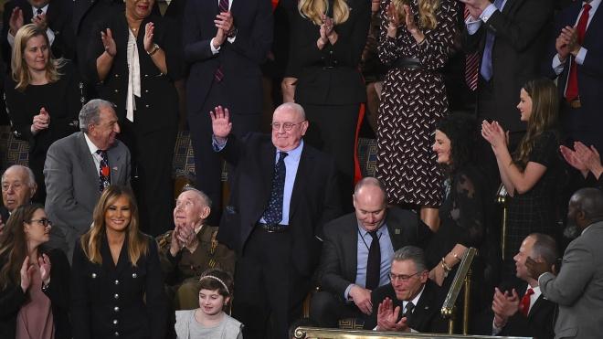 """В Конгрессе спели """"Happy Birthday"""" ветерану, пережившему Холокост и стрельбу в Питтсбурге. Трамп дирижировал хором"""