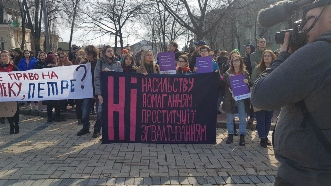 «Кухня и мода — это не свобода!» В городах Украины начались женские марши равенства