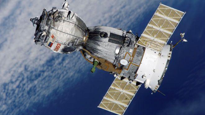 «Похоже на паука». Российские космонавты рассмотрели дыру на обшивке корабля «Союз МС-09»