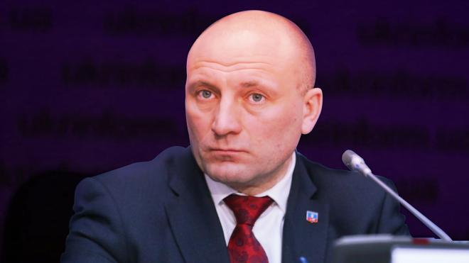 Зеленский передает мэру Черкасс Бондаренко «приветы» от СБУ и МВД, а тот говорит, что город окажет сопротивление. Что происходит?