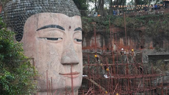 У Китаї завершують реставрацію найбільшої в світі статуї Будди. Ось як це виглядає