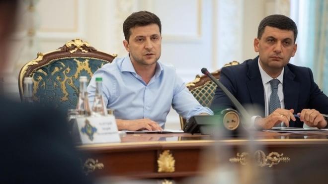 Зеленський дав українські паспорти 14 іноземцям, які воювали на Донбасі