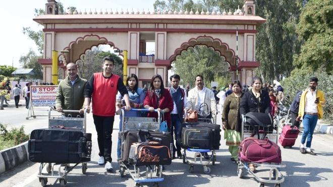 Тисячі туристів застрягли в аеропортах Азії через рішення Пакистану закрити свій повітряний простір
