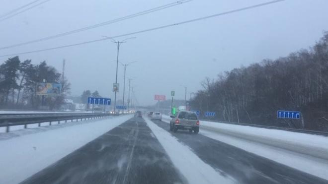 Україну засипає снігом. Через негоду обмежено рух трасами міжнародного значення