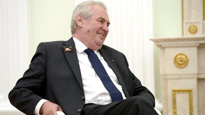 «Могу организовать банкет в посольстве Саудовской Аравии». Журналистов возмутил шутка президента Чехии