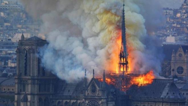Пожежа в соборі Паризької Богоматері: на eBay продавали вугілля та футболки — це викликало хвилю обурення в соцмережах