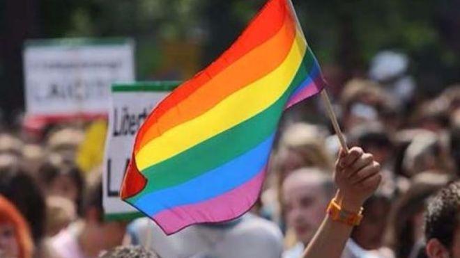 У Румунії триває референдум за заборону одностатевих шлюбів. Для цього хочуть змінити Конституцію