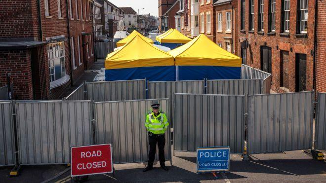 Британия объявила в розыск еще двух подозреваемых в отравлении Скрипалей: врача и куратора из посольства России