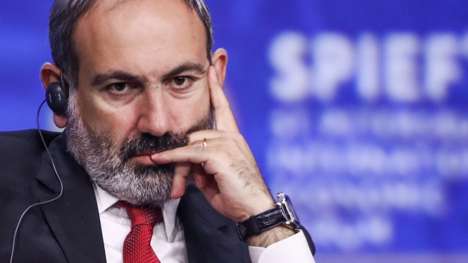 Армия Армении потребовала отставки премьер-министра Пашиняна. Тот заявил о попытке госпереворота