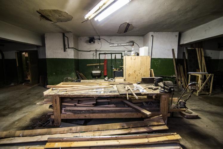 Столярно-слесарная мастерская в подвале кинотеатра, образца 1954 года.