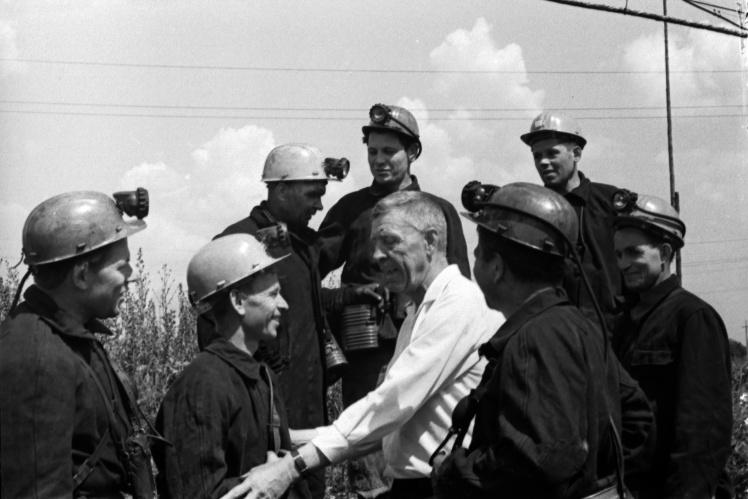 Алексей Стаханов с бригадой горняков комбината «Торезантрацит», 24 июня 1968 года