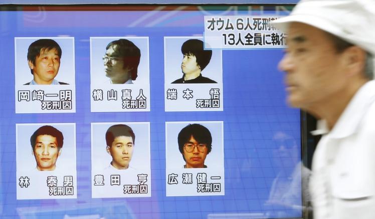 6 колишніх членів «Аум Сінрікьо», що були страчені.