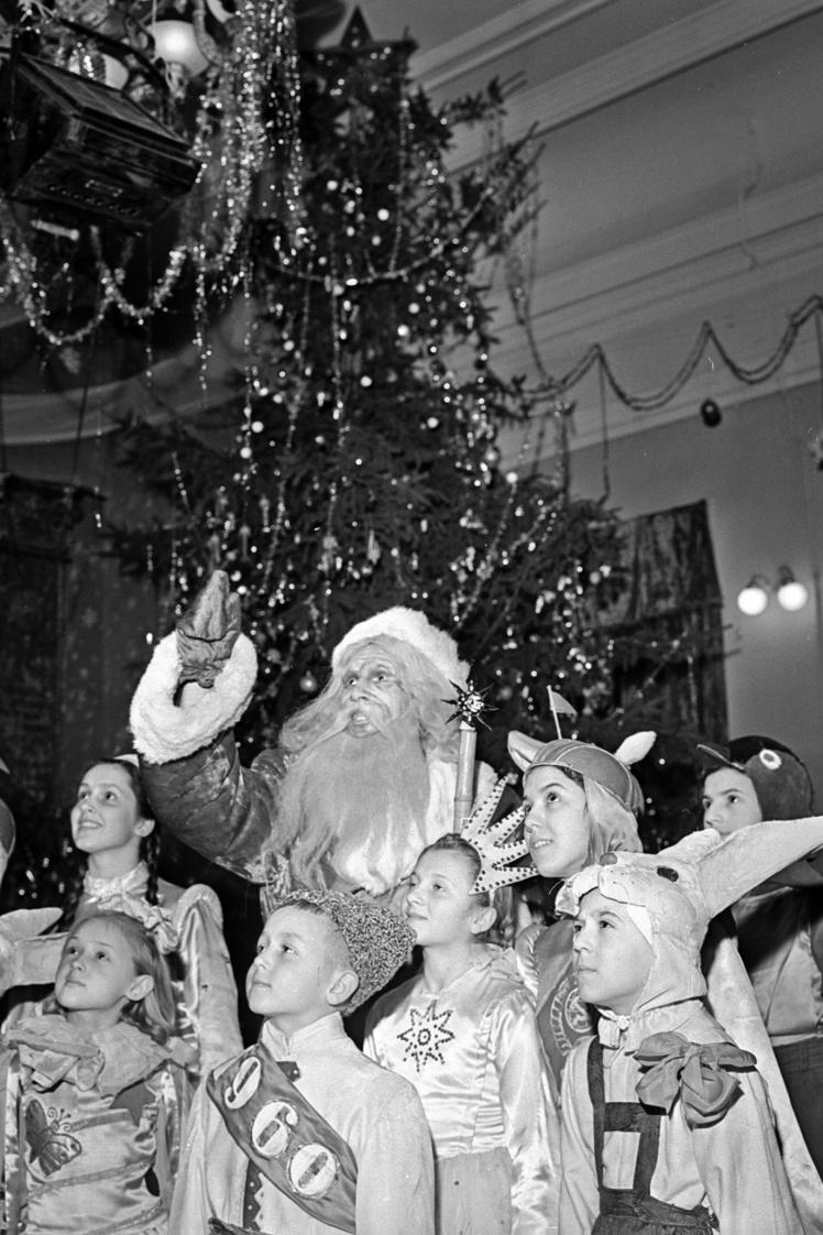 Новорічна ялинка в Київському палаці піонерів, 4 січня 1960 року.