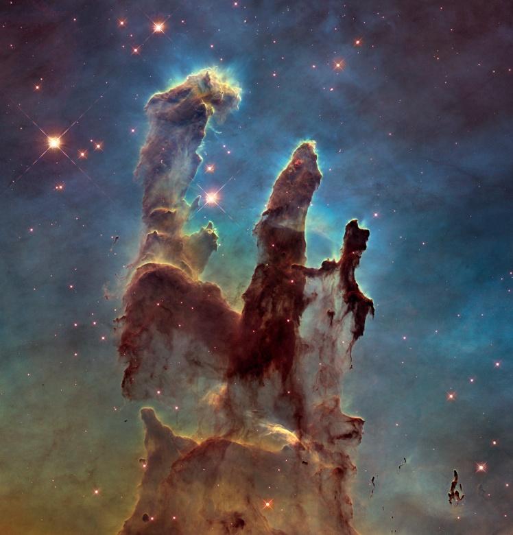 «Столпы Творения» — рождение новых звезд в Туманности Орел. Фото 2014 года.