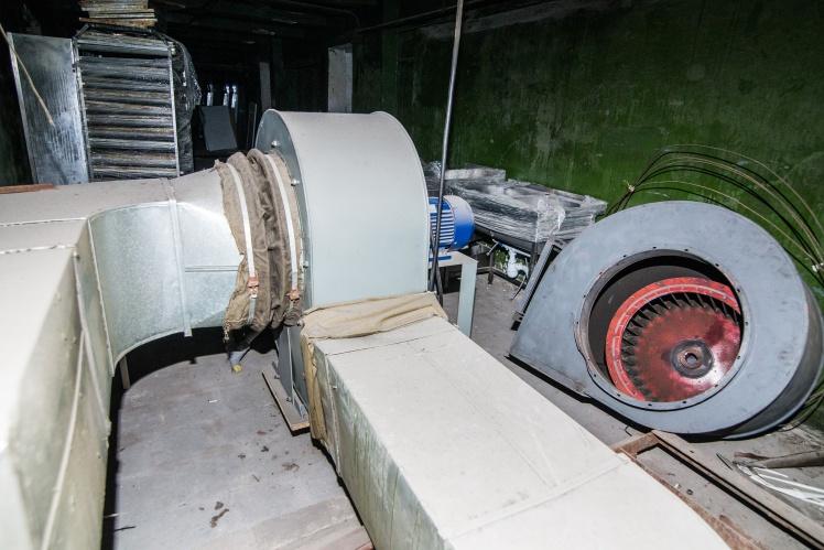 Стартовая точка системы вентиляции кинотеатра. Воздух забирается из ямы в подвале кинотеатра и с помощью вентиляторов подается в залы.
