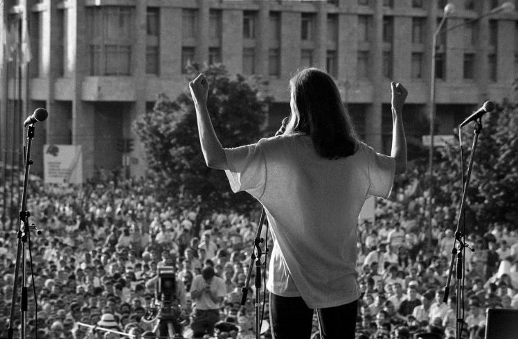<p>Учасниця дуету «Сестри Тельнюк» на концерті на честь Дня Незалежності 16 липня 1991 року.</p>