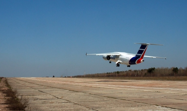 Ан-158 является дальнейшим развитием Ан-148. Он рассчитан на большее количество пассажиров (до 89) и перевозку груза на более дальние расстояния.