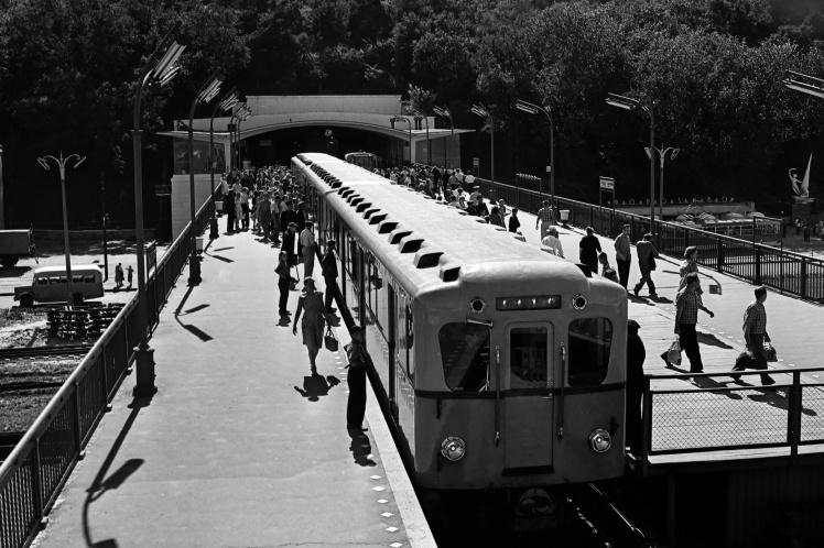 Станція метро «Дніпро» в Києві, липень 1962 року.