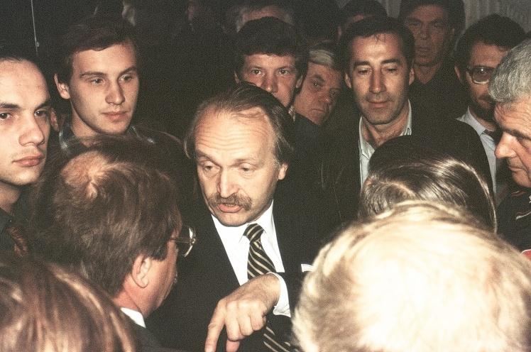 Лидер Народного Руха Вячеслав Черновол на макеевской шахте имени Поченкова. 1990-е годы.