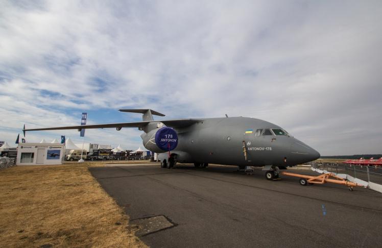 Ан-178 грузовой самолет, предназначен для грузовых перевозок весом до 18 тонн