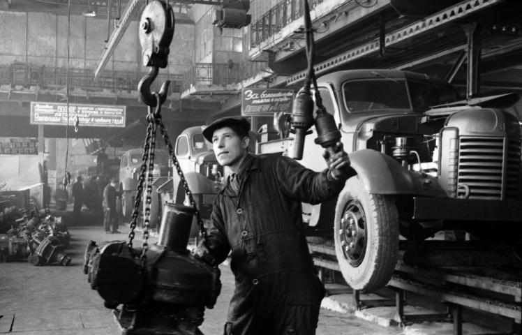 Днепропетровский автомобильный завод, 1953 год.