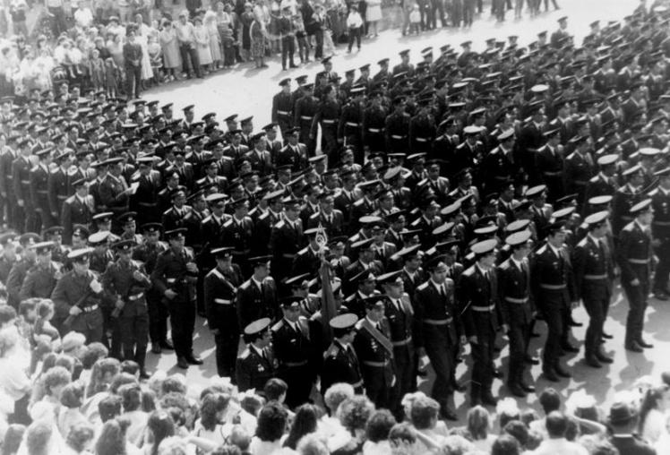 Марш личного состава во время празднования 50-летия 46-й ракетной дивизии. 29 апреля 1991 года.