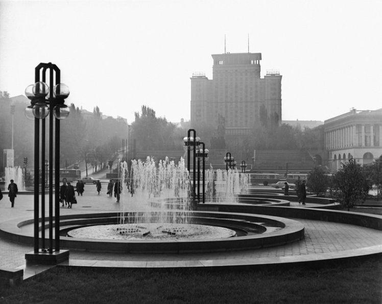 Площа Жовтневої революції (сучасний Майдан Незалежності) після реконструкції у 1970-х роках.