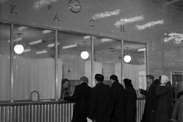 Каси станції «Дніпро» Київського метрополітену, 1960 рік.