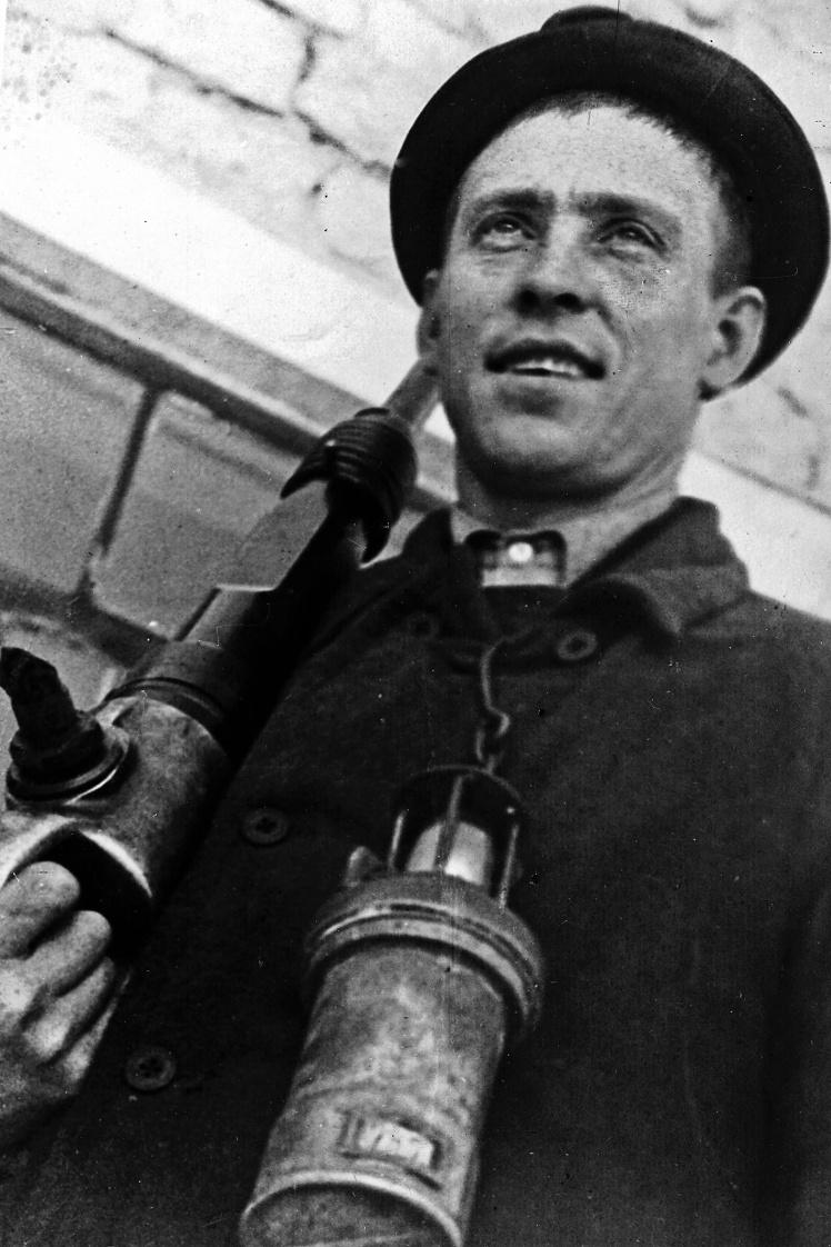 Забойщик шахты «Центральная-Ирмино» Алексей Стаханов, 1935 год.