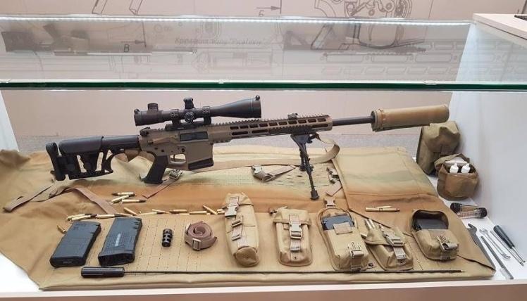 7,62-мм самозарядна напівавтоматична снайперська гвинтівка Zbroyar Z-10 (UAR-10). Прийнята на озброєння на початку 2018 року. Основна заміна застарілої радянської гвинтівки СВД.