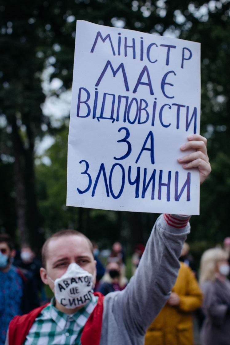 Зранку під Верховною Радою зібралися мітингувальники, які вимагали відставки Авакова. Акції протесту також пройшли у Львові та Харкові.