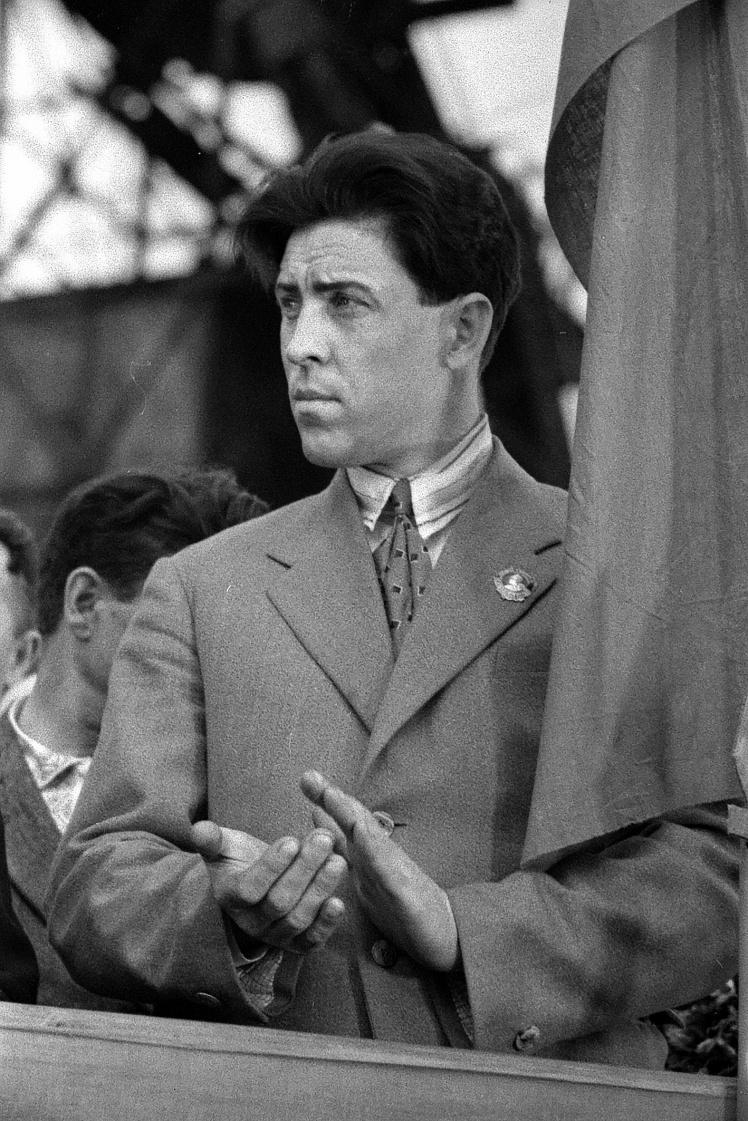 Алексей Стаханов на митинге у шахты «Центральная-Ирмино», 1936 год