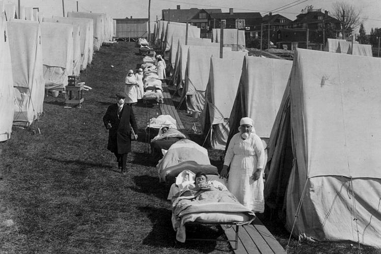 Карантинный палаточный городок для заболевших испанским гриппом  в Бруклине, штат Массачусетс, октябрь 1918 года.