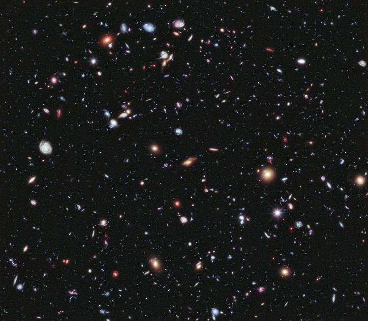 Снимок участка неба Hubble Deep Field 2012 года.