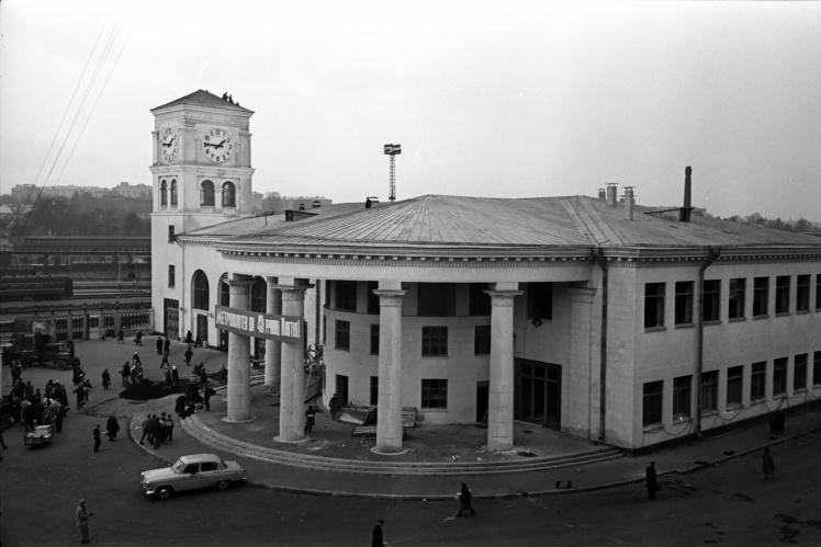 Будівля станції «Вокзальна» Київського метрополітену, листопад 1960 року.