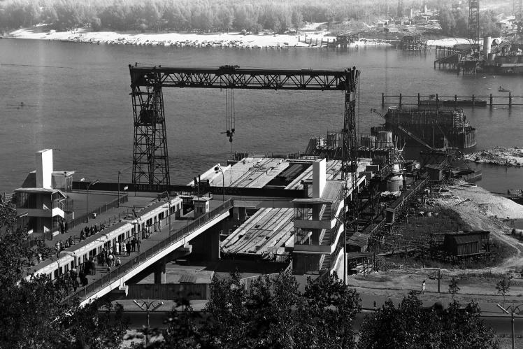 Будівництво лінії Київського метро від станції «Дніпро» на лівий берег, 1963 рік.