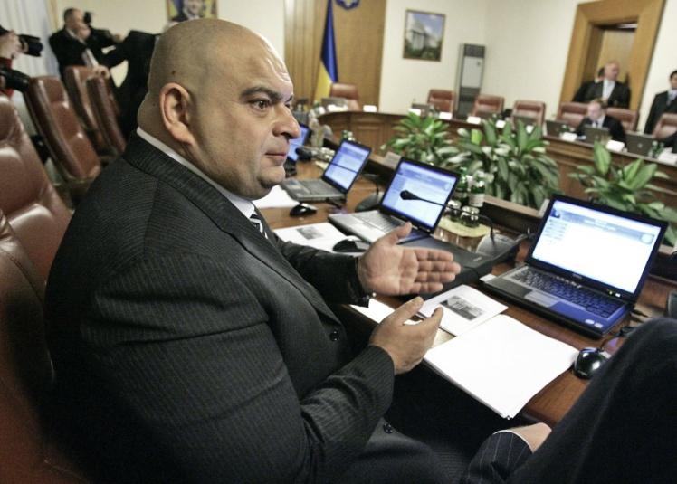 У 2010 році Микола Злочевський обіймав посаду міністра екології та природних ресурсів в уряді Миколи Азарова. У квітні 2012 року його замінили на Едуарда Ставицького.