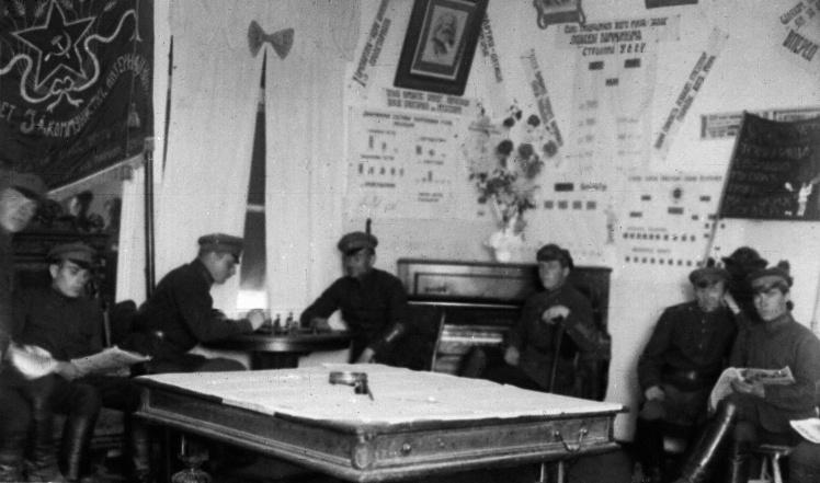 Київські міліціонери в червоному кутку, 1925 рік.